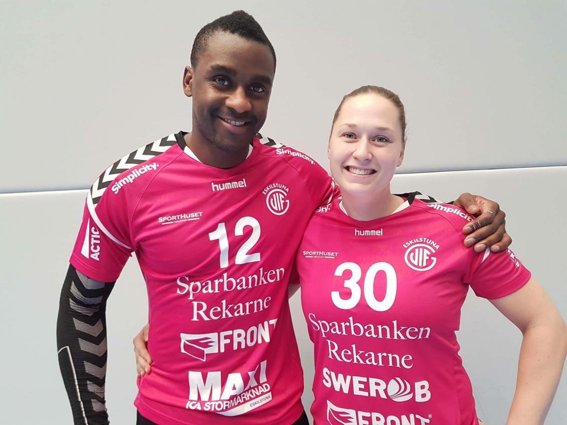 Lucau och Brodd med rosa tröjor