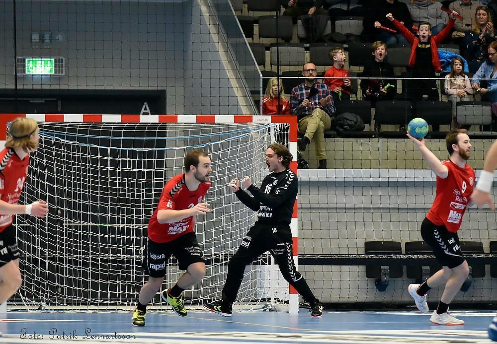 Herrarna såg rött och vann mot AIK