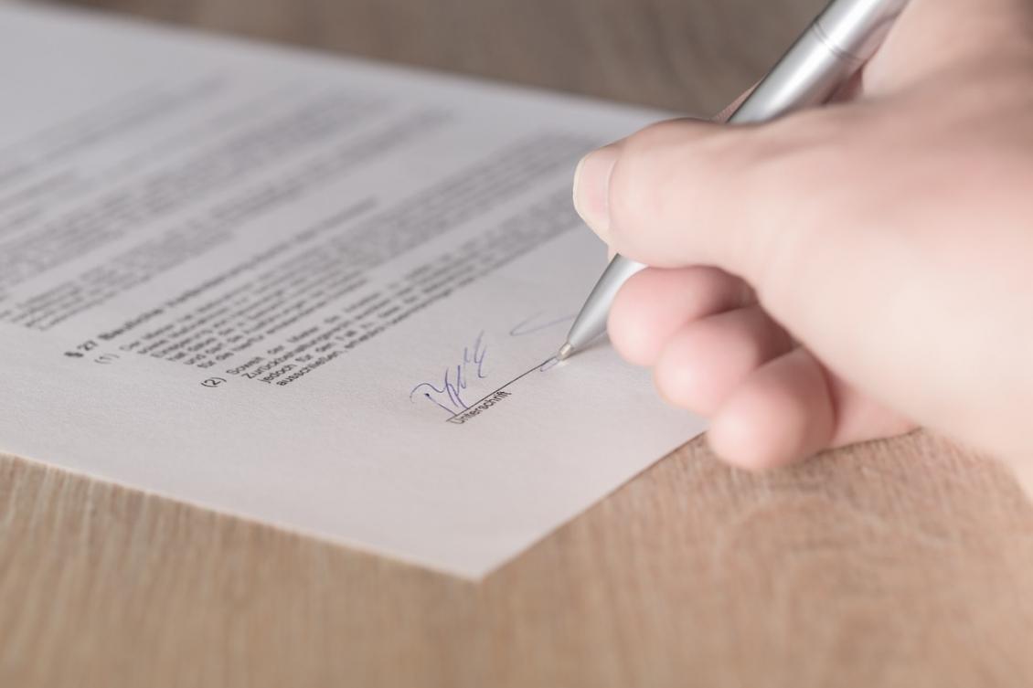 Sex nya herrkontrakt signerade