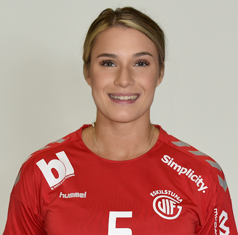 5 Emilia Lövstad