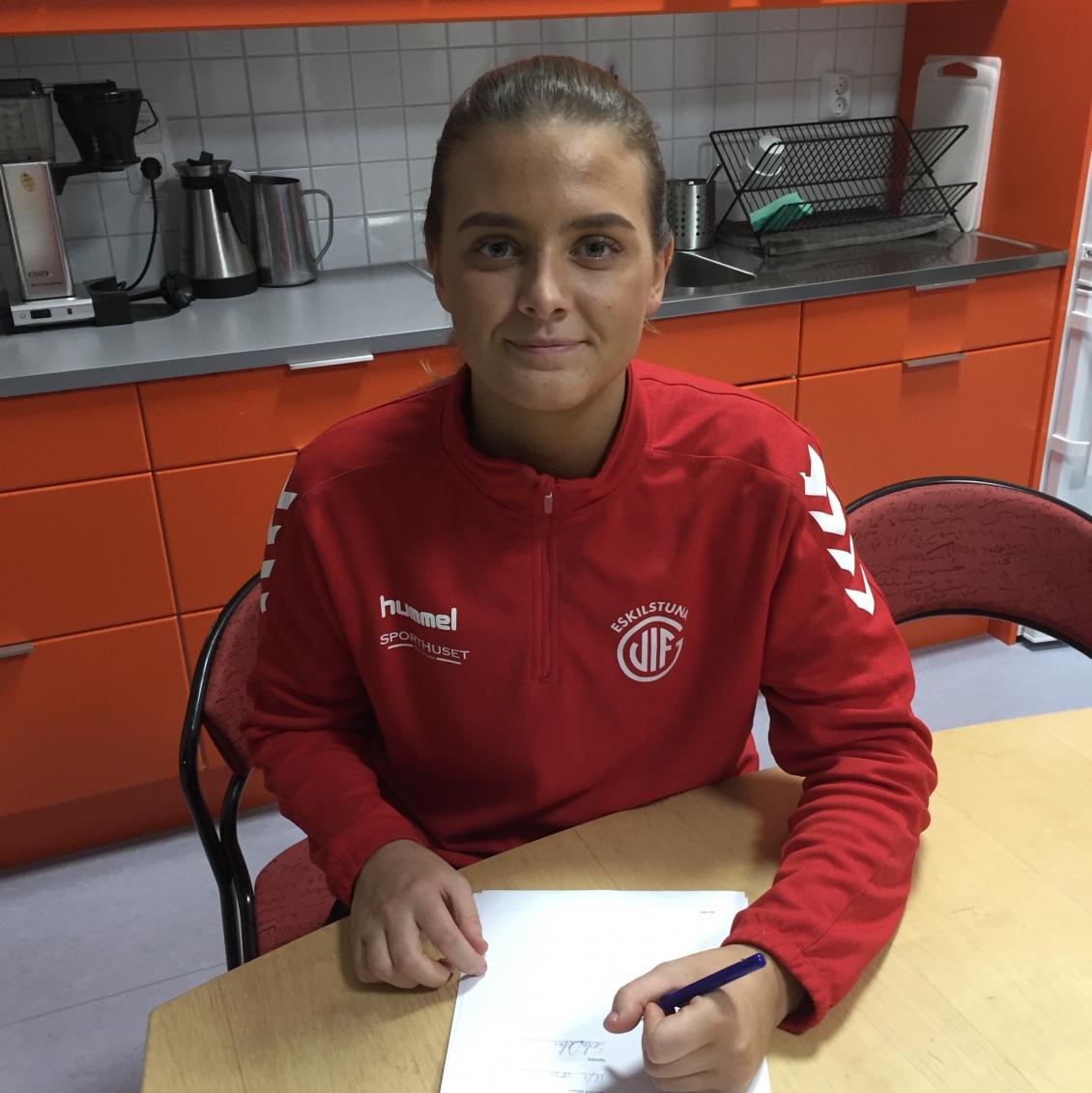 Sofia Delac förlänger kontraktet