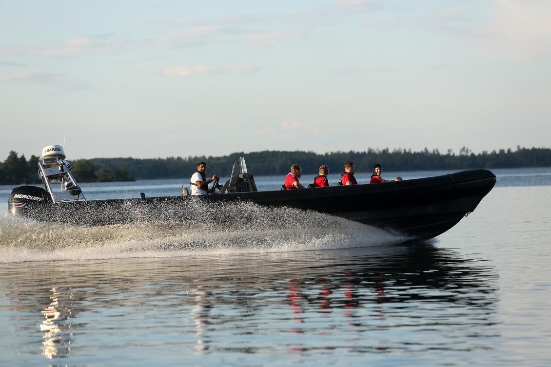 Herrlaget åkte Ribbåt på Mälaren med 700 hästkrafter!